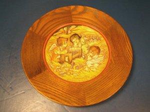 ANRI FERRANDIZ 1972 CHRISTMAS PLATE ANGEL BABY JESUS NATIVITY MANGER CRADLE N.0148 ITALY WOOD WOODEN