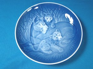1982 Mother's Day B&G Bing and Grondahl Mors Dag plate Copenhagen Denmark blue white lion cubs