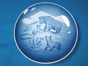 1985 Mother's Day B&G Bing and Grondahl Mors Dag plate Copenhagen Denmark blue white bear cubs