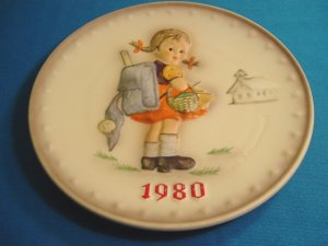 1980 M. J. Hummel Goebel school girl collector plate # 273 10th Annual W. Germany porcelain