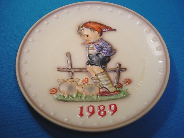 1989 M. J. Hummel Goebel Farm Boy collector plate # 285 19th Annual W. Germany porcelain