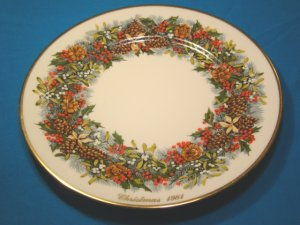 Lenox Colonial Christmas Wreath annual plate Virginia first colony 1981 holly berries mistletoe