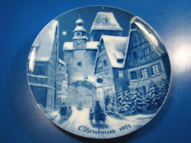 Rothenburg on Tauber Genuine Blue China Berlin design plate German Christmas 1971 W. Germany village