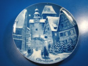 Rothenburg on Tauber Genuine Blue China Berlin design plate German Christmas 1971 W. Germany village