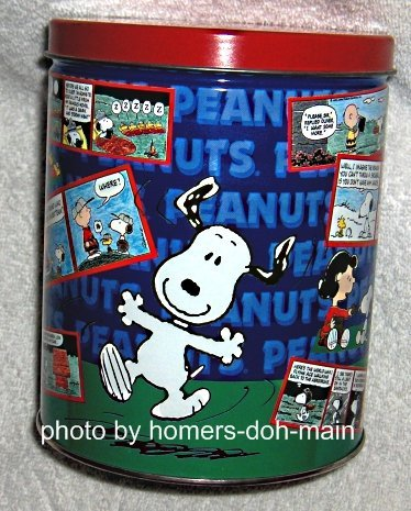 Peanuts 700 Piece Jigsaw Puzzle in Tin Snoopy Charlie Brown Schultz Complete