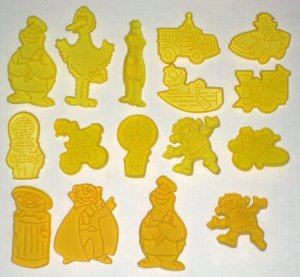 SOLD Sesame Street Wilton Cookie Cutters 16 Big Bird Ernie Bert Cookie Monster Oscar Grouch Count