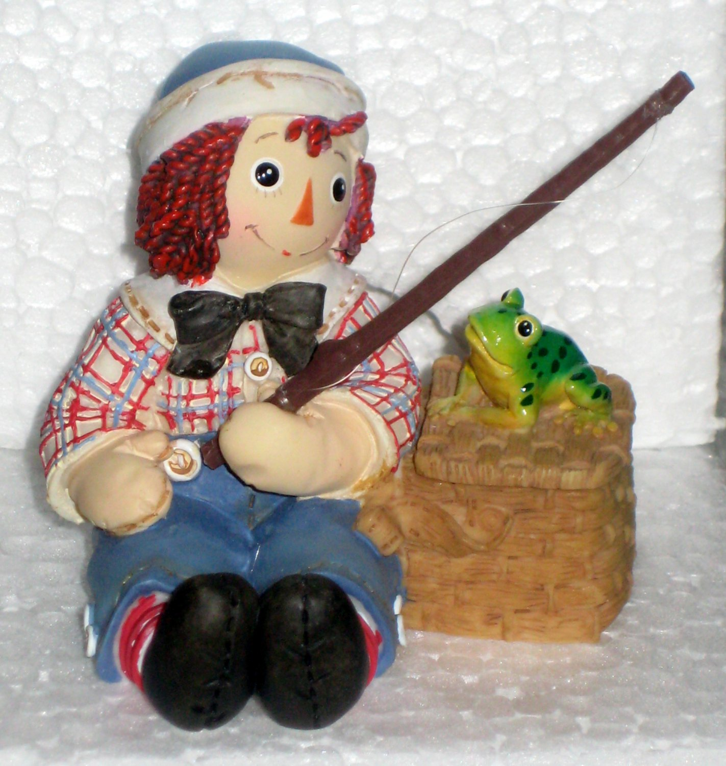 677809 Joy and Love Are Truly Catching Raggedy Ann & Andy Enesco Figurine Fishing NIB