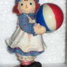 Raggedy Ann & Andy Enesco Figurine Beachball 677779 Catch a Little Summer Fun NIB