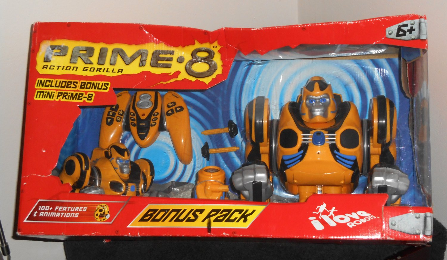 Prime 8 Eight Action Gorilla Remote Controlled Robot Bonus Pack with Mini Bossa Nova Robotics 10501