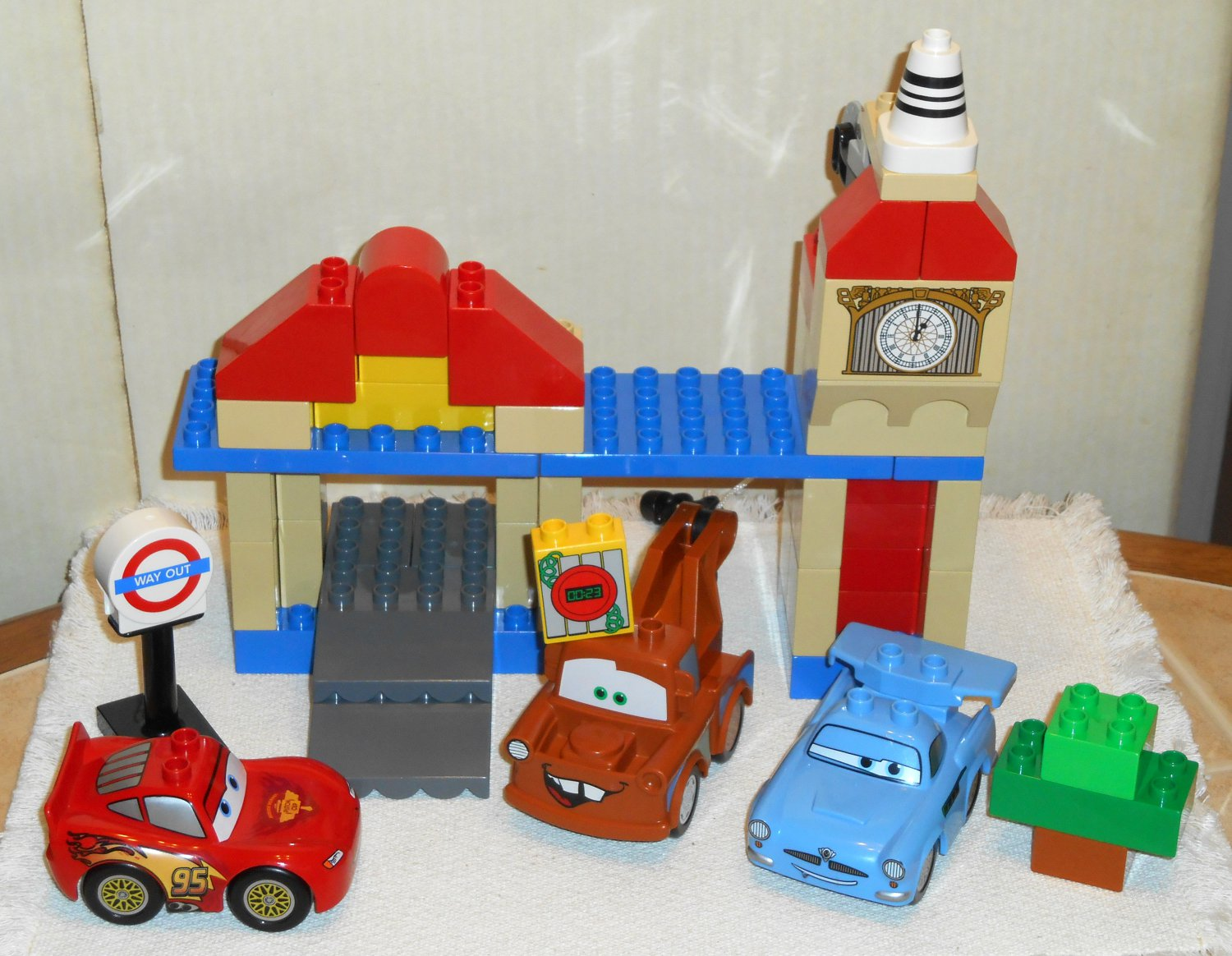 SOLD OUT Lego Duplo 5828 Cars 2 Big Bentley McQueen