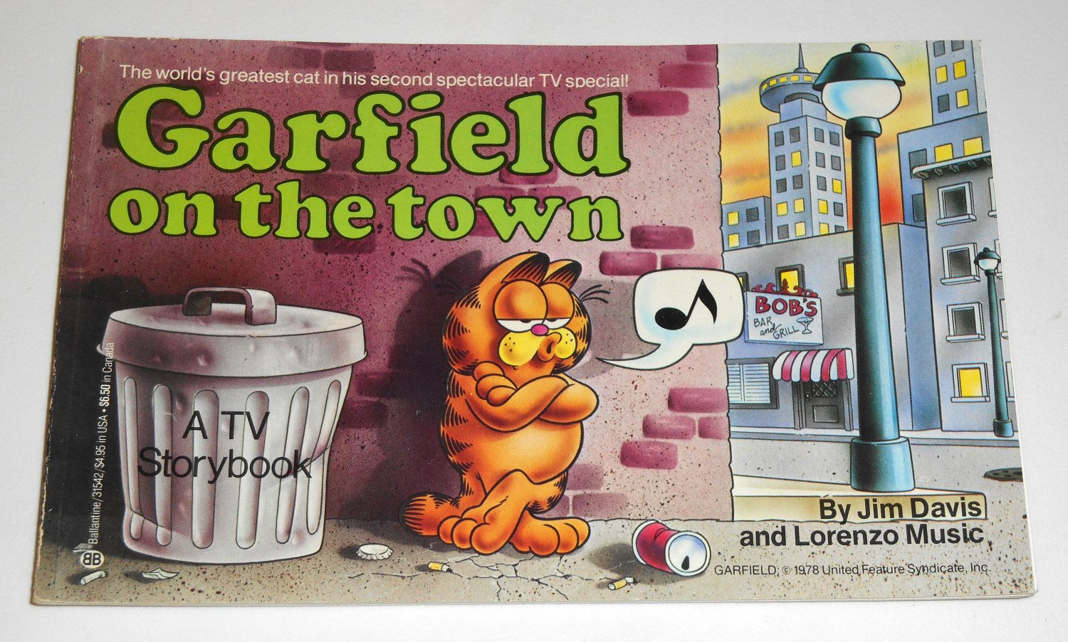 Garfield On The Town 2nd Second TV Special Cat Paperback Book Soft Cover Odie PAWS Jim Davis