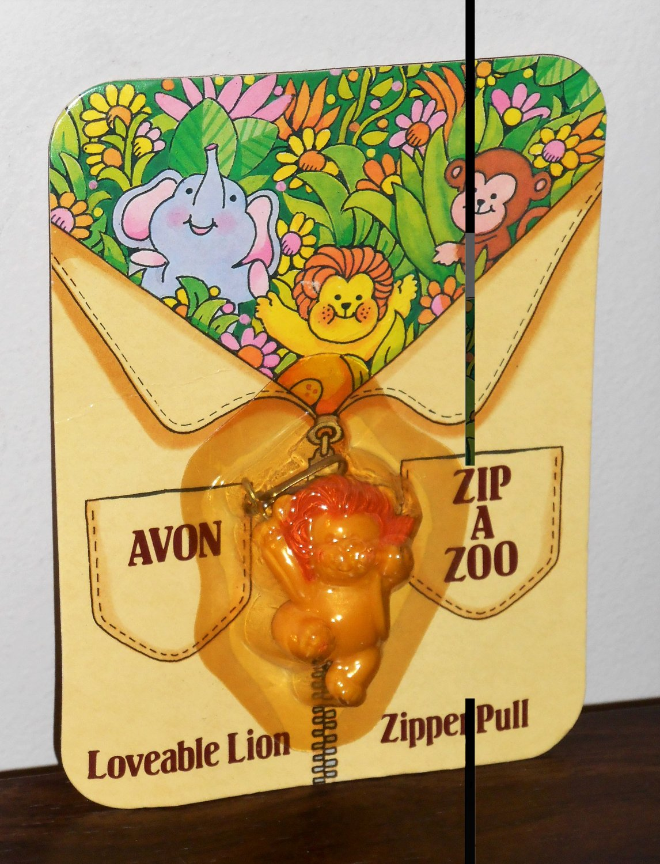Avon Zip-A-Zoo Loveable Lovable Lion Zipper Pull NIP 1983