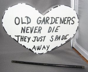 Old Gardeners Never die they just spade away Heart shaped Wood Garden Sign