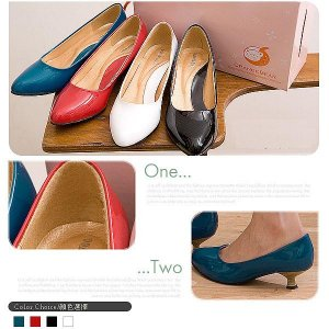 Elegant style low heal Size 41 (fits gal wearing size 40)