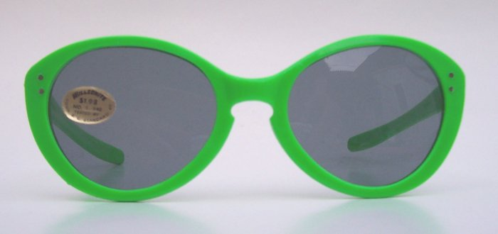 Rare WILLSONITE Retro Vintage Green Plastic Cat Eye Sunglasses