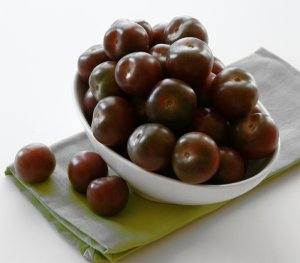 Cocktail Tomato Black Cherry Heirloom Lycopersicon lycopersicum - 25 Seeds