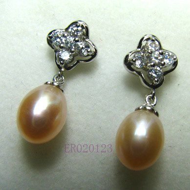 Pink gold stud pearl earring