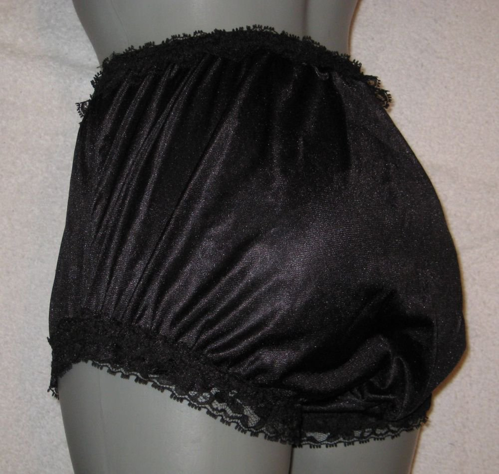 VINTAGE STYLE  RUFFLE   BLACK NYLON PANTIES SMALL WAIST-31 IN