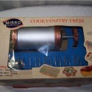 Vintage MIRRO Cookie Cooky Pastry Press Gun + Cake Food Decorating Tips 11 discs