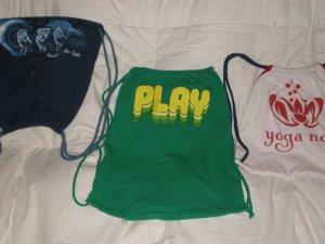 """Play"" Large Green T-Shirt Bag"