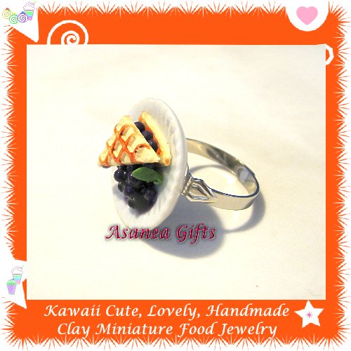 FOOD JEWELLERY - HANDCRAFTED BLUEBERRY WAFFLE PIE ON PLATE PENDANT RING ECMFJ-RG1009