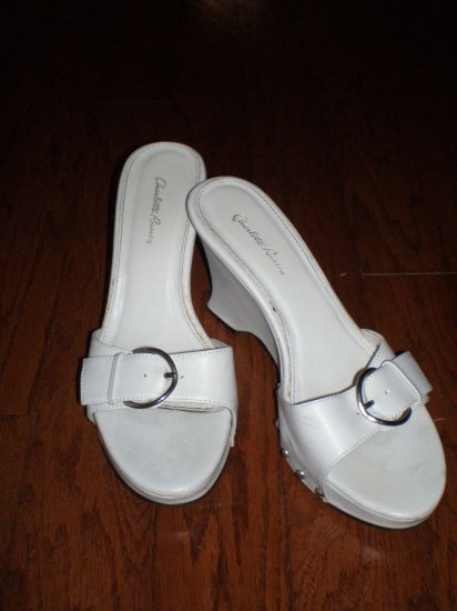 CHARLOTTE RUSSE WHITE WEDGE HEELS - SIZE 7US
