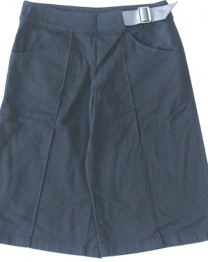 INDIVIDUAL  Womens Gaucho-style pants  Size medium
