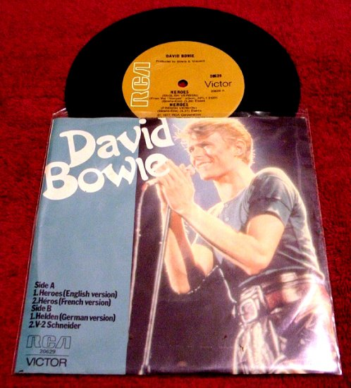 David Bowie * HEROES *  Original 45rpm with Picture Sleeve 1977 Mint