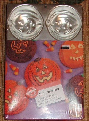 Wilton Halloween Mini pumpkin cake pan
