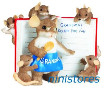 � '09 NEW Charming Tails GRANDMA COOKING COOK Figurine