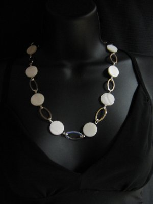 "24"" White Shell Necklace"
