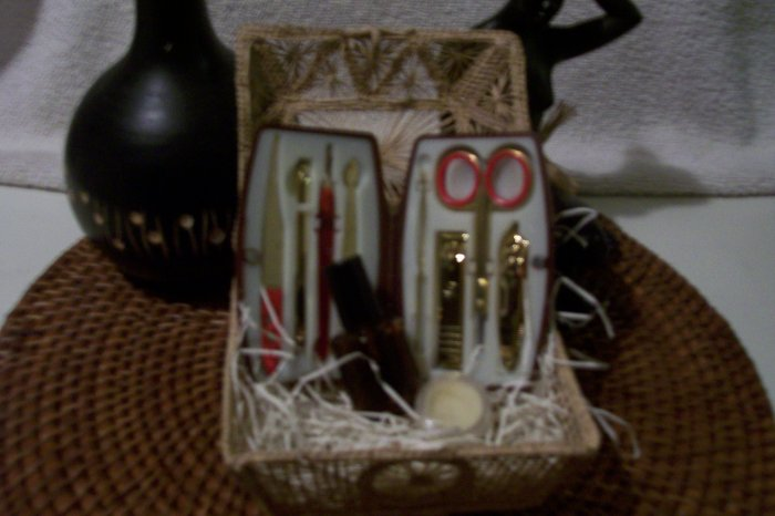 NAIL CARE BASKET