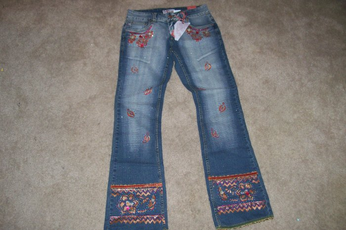 CREST EMBROIDERED JEANS SIZE 3/4