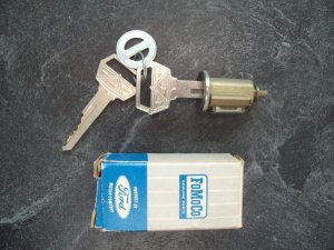 1965 Ford key and lock assembly New