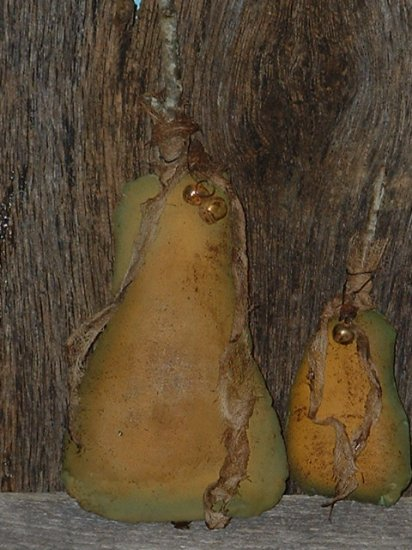 Primitive Set of 2 Grungy Grubby Stuffed Pears E Pattern