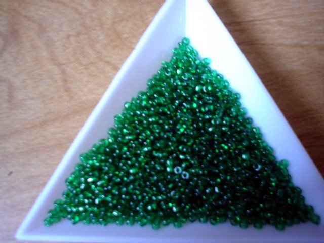 Size 11 Matsuno seed beads transparent emerald 15 grams