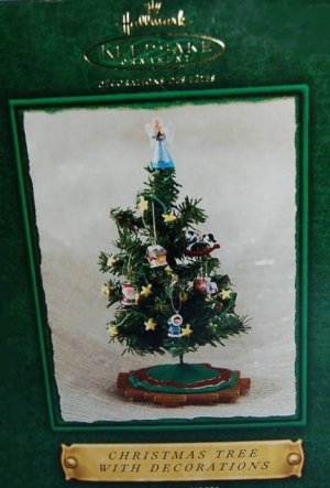 Hallmark Keepsake Christmas Display 2002 Christmas Tree w/Decorations ...