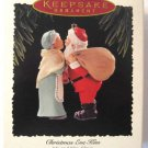 Hallmark Keepsake Christmas Ornament 1995 Mr & Mrs Claus Christmas Eve Kiss GB ~*~v