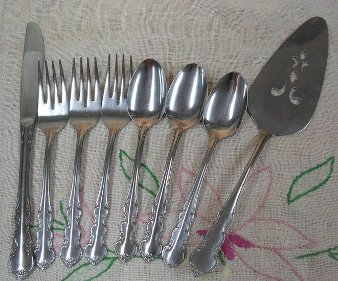 EKCO KEEPSAKE 8pc ETERNA STAINLESS STEEL FLATWARE SILVERWARE