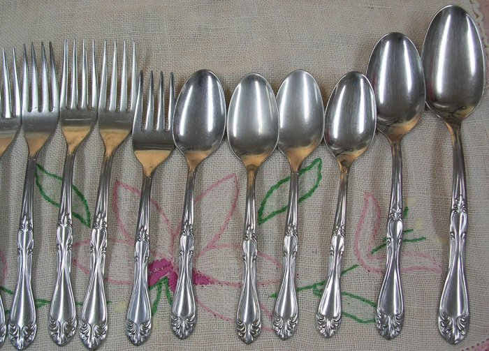 INTERNATIONAL INS 118 INS118 16pc SUPERIOR  STAINLESS FLATWARE SILVERWARE