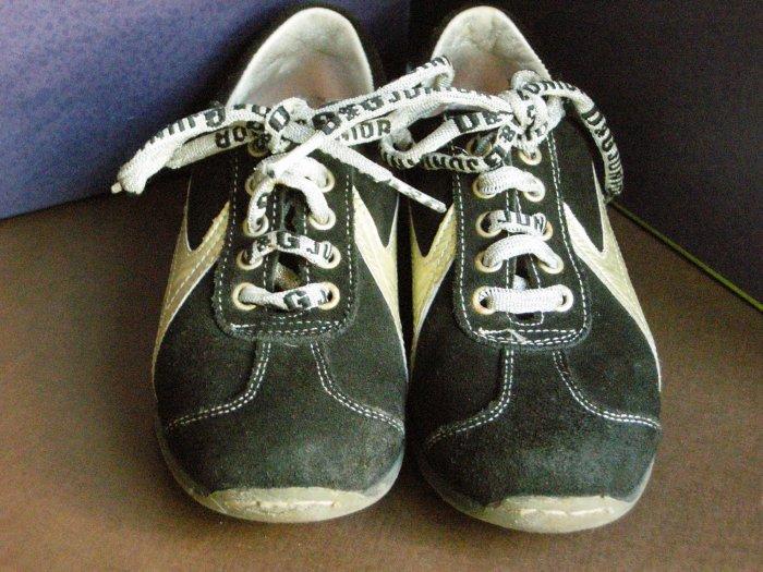 D & G Junior Girl's Black Suede Sneakers Sz 31