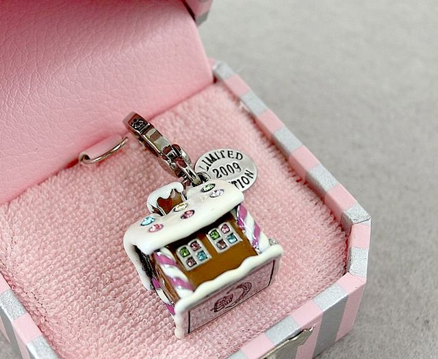 Juicy Couture 2009 Limited Edition Gingerbread House Charm