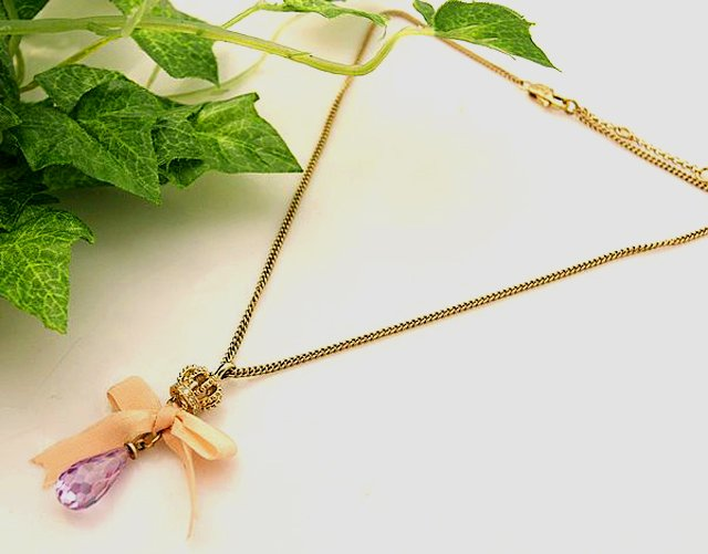 Juicy Couture Crown Purple Crystal Teardrop in Pink Bow Necklace