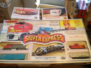 Bachman HO Diesel Locomotive -- Sante Fe Silver Express