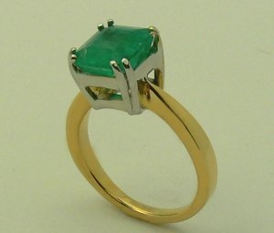 3.20 CTS COLOMBIAN EMERALD CUT RING