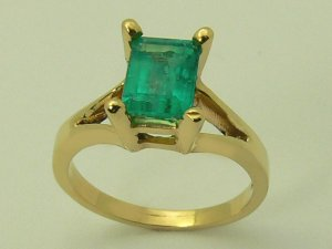 NATURAL COLOMBIAN EMERALD CUT RING 1.20 CTS