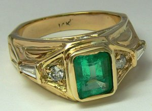 UNIQUE COLOMBIAN EMERALD YELLOW GOLD RING 2.5 CTS