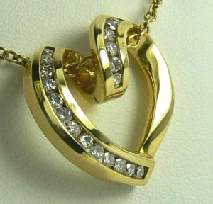 ROMANTIC HEART PENDANT
