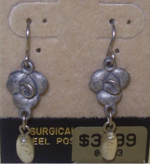 Costume Jewelry, a pair of floral pewter dangling earrings w/ pearl