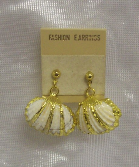 Costume Jewelry, a pair of cream and gold sea shell dangling earrings